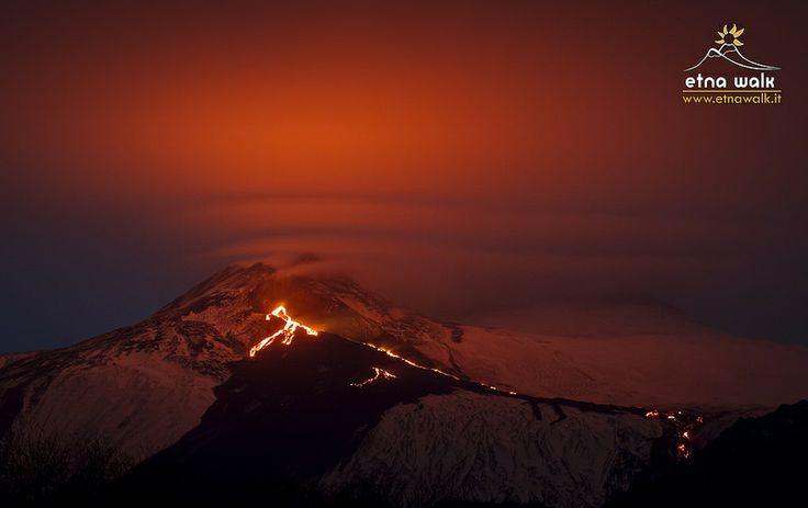 Eruzione e nubi lenticolari - by Etna Walk