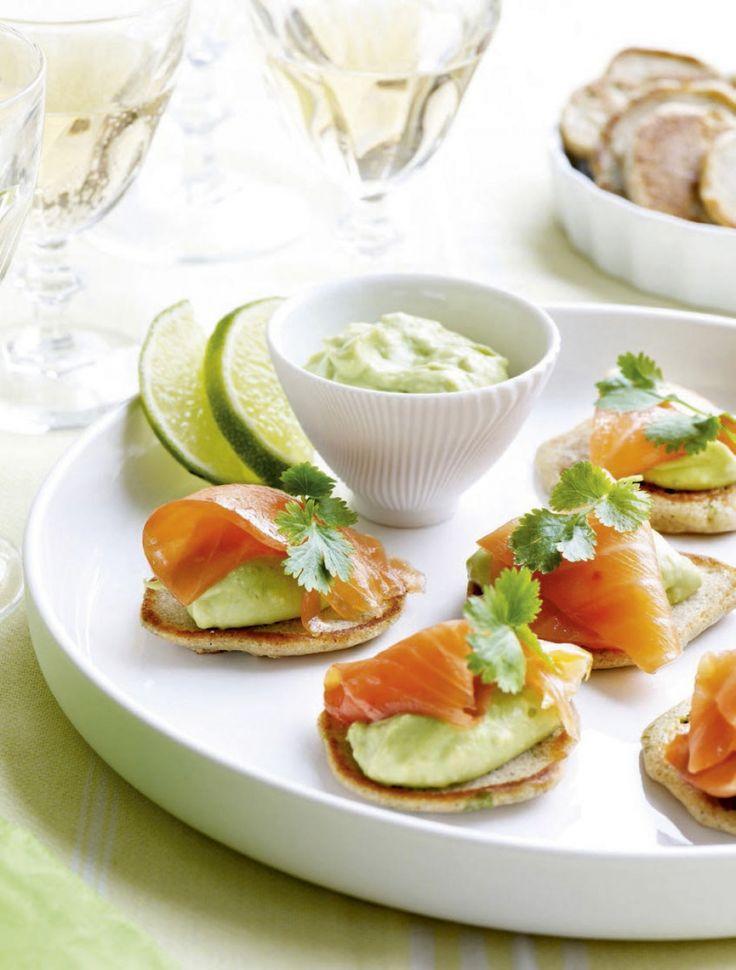 Kruidenblini's met avocado en zalm - Libelle Lekker