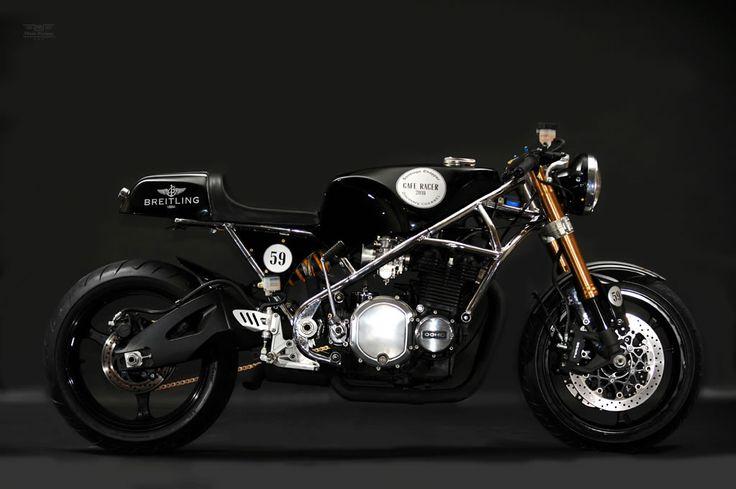 Kawasaki Z1000 Breitling Cafe Racer by Santiago Chopper
