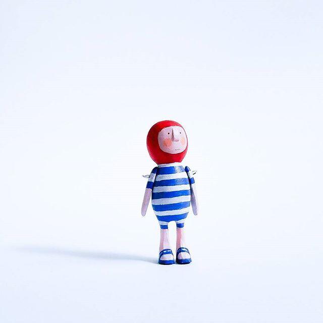 You've got me all dressed up so where's the beach? 🐳🌴    #pocketdolls #pocketdoll #woodendoll #newskills #newproject #handcraft #carveddoll #carvedwood #miniature #minituredoll #woodentoy #pockettoy #woodenminiature #miniaturist #miniature #handemade #artdolls #Miniatureart #artist #folkart #whimsical #artoftheday #love#instagood#cute #photooftheday #instamood #picoftheday #beautiful #summer