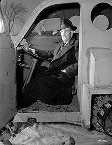 Joseph-Armand Bombardier1,2, né le 16 avril 1907 à Valcourt (Québec), et mort le 18 février 1964 à Sherbrooke est un inventeur canadien. Il a notamment conçu la motoneige moderne.