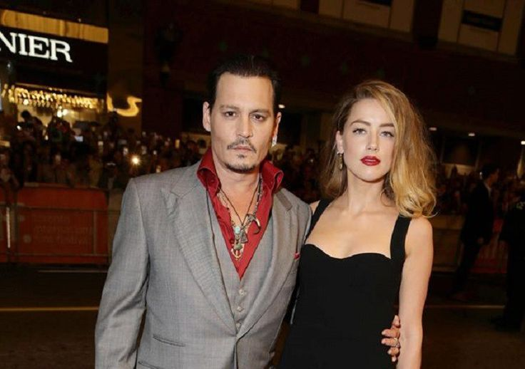 Johnny Depp's Ex Wife Amber Heard Tattoos Cara Delevingne While Actor Receives Backlash From 'Harry Potter' Fans