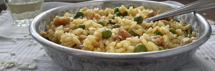 Risotto met doperwtjes en gehakt (risotto piselli e salsiccia). Deze risotto wordt met salsiccia gemaakt. Deze zijn hier helaas vrijwel niet verkrijgbaar. Ik heb het recept aangepast en het is net zo lekker!
