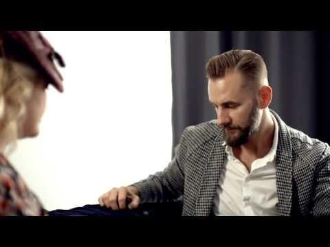 Pavel Ivančic (VŠUP) o šatech se sametovými květy - Současný pohled