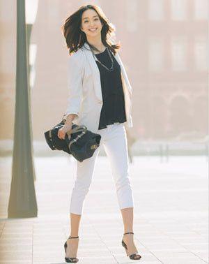マニッシュなパンツスーツは足首が見える柔らかく見せるのがコツ☆レディースパンツスーツのコーデ♪スタイル・ファッションの参考に♪