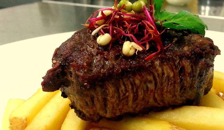 Tenderloin steak ochucený solí a čerstvě drceným barevným pepřem.  #ukastanubranik http://www.ukastanu.cz/branik