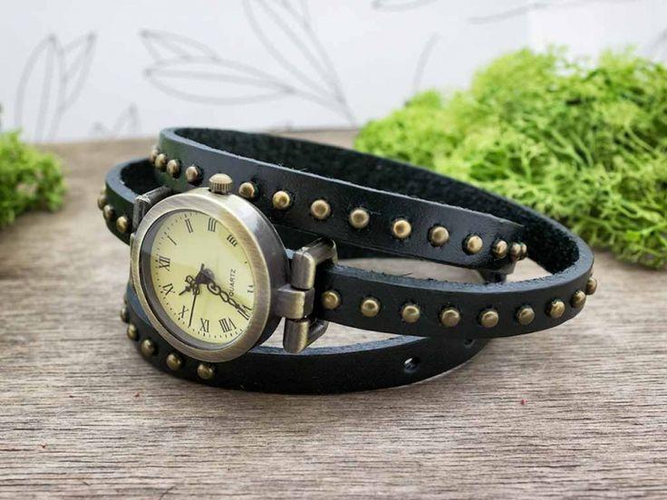 Zöld bőrszíjas díszített vintage óra