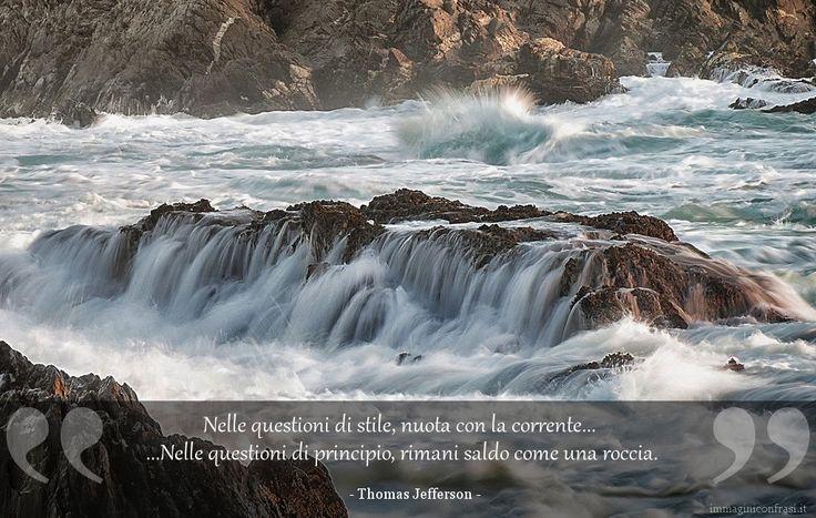 Nelle questioni di stile, nuota con la corrente. Nelle questioni di principio, rimani saldo come una roccia.