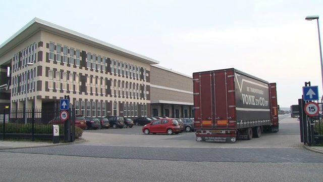Dit familiebedrijf, dat is opgericht in 1947 door E.N.H Vonk, staat bekend om zijn kwaliteit, betrouwbaarheid en ervaring op het gebied van transport en logistiek. Met gemotiveerd personeel en een wagenpark dat ruim voldoet aan de eisen van deze tijd verzorgen wij het vervoer van o.a. witgoedproducten, fornuizen, ovens en stofzuigers, welke tevens worden opgeslagen in ons nieuwe centraal gelegen warehouse. Dagelijks worden deze producten door ons gedistribueerd in de Benelux. Kenmerken van…