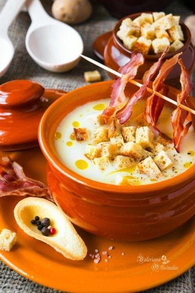 Совершенно простой в приготовлении и незатейливый по составу, но при этом невероятно вкусный и нежный картофельный крем-суп. Жидкая основа готовится просто и…