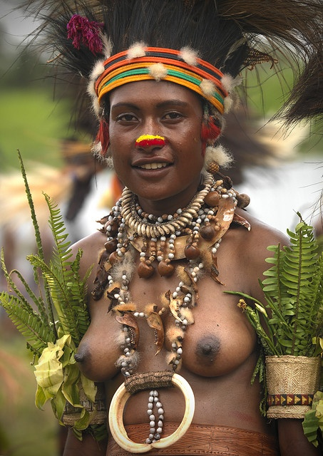 Photograph taken by Eric Lafforgue during the Mount Hagen festival singsing | Highlands, Papua New Guinea
