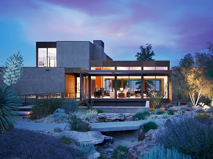 with the use of 36 prefabricated steel modules, the las vegas house designed by local studio marmol radziner was erected in only 12 weeks and offers a variety of indoor/outdoor spaces.
