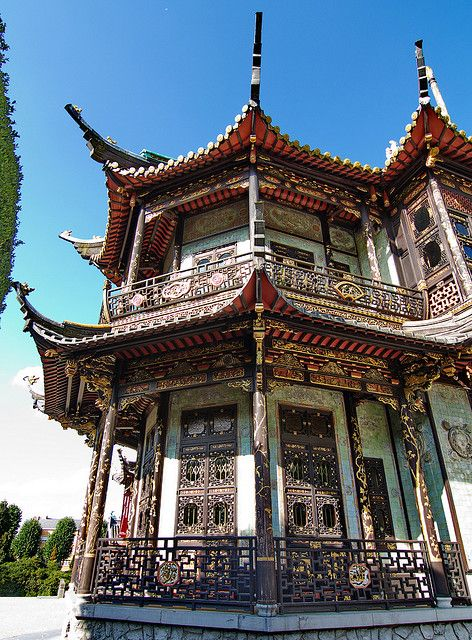 Japanse pagode. Bevindt zich niet ver van het Koninklijk Paleis. Eveneens vind je Chinese paviljoen in de buurt