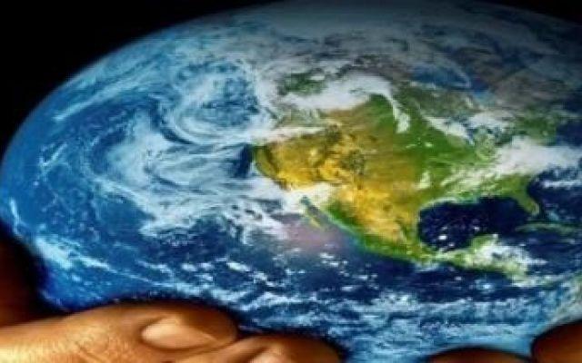 Ciò che mangiamo contribuisce in maniera significativa al cambiamento climatico Qualcuno già lo sapeva, ora invece è certezza: il consumo di prodotti di origine animale favorisce il cambiamento climatico. Le mezze stagioni non esistono più, l'estate ha temperature tropicali e l' #vegan #cambiamentoclimatico #cibo
