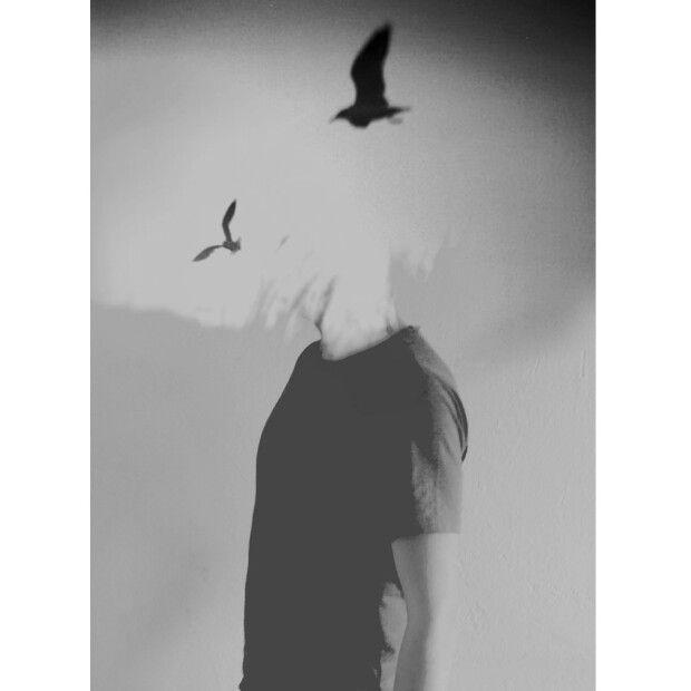 """""""Kuş seslerinden bir yastık arıyorum mühim değil sonrası """""""