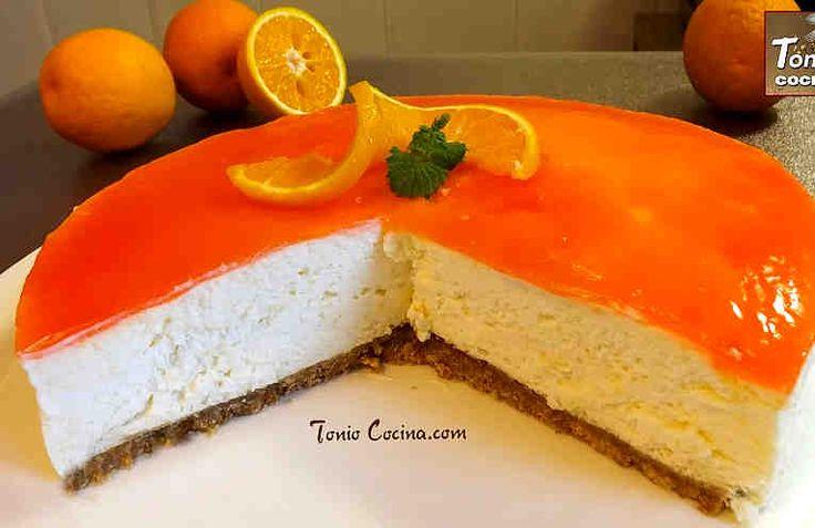 """Es una deliciosa tarta sin horno con base de galleta, cuerpo de mousse de naranja y una fina capa de gelatina de naranja en su parte superior. Una tarta rica, elegante, refrescante y muy fácil de preparar.   Ideal para cualquier ocasión.   Ingredientes Para la base: + 250 g de galletas tipo """""""