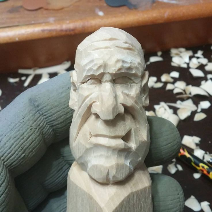 いいね!111件、コメント4件 ― Woodcarverさん(@the3lunsfords)のInstagramアカウント: 「Deepened the eye sockets, rounded the head, defined the chin, cut in the mouth #woodcarvings #knife…」