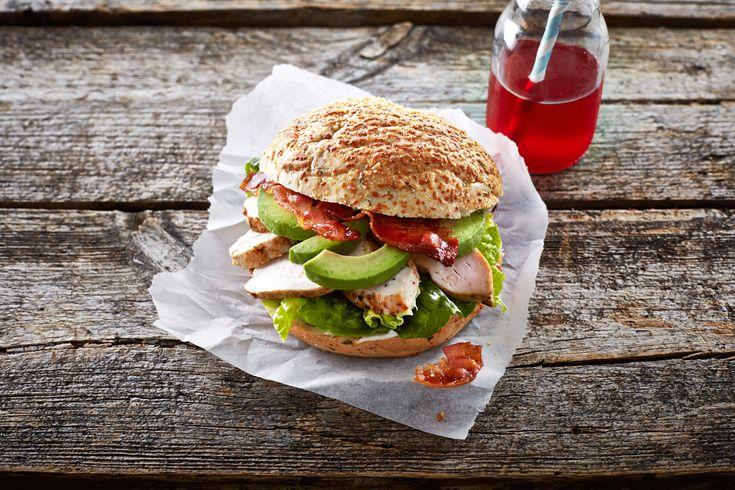 Kyllingesandwich med bacon & avokado