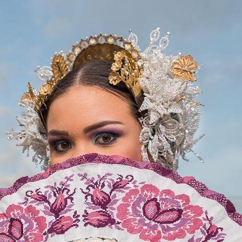 Felicidades a tod@s l@s artesan@s en su día en especial los que hacen nuestro traje típico #LaPollera #mipollera #felizdiadelartesano  Foto:@neblettstudio