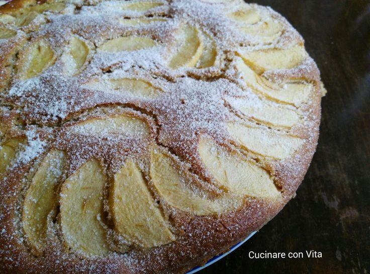 Torta di mele, yogurt, mandorle e cannella