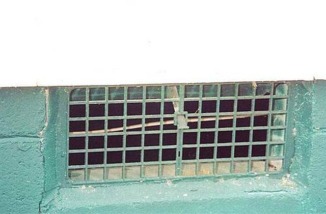 How To Replace Foundation Vent Screens Hunker Crawl Space Vent Covers Crawl Space Ventilation Crawl Space Vents