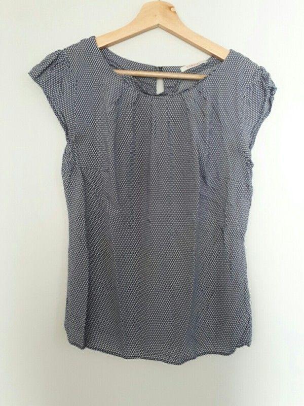 T-shirt bleu et blanc