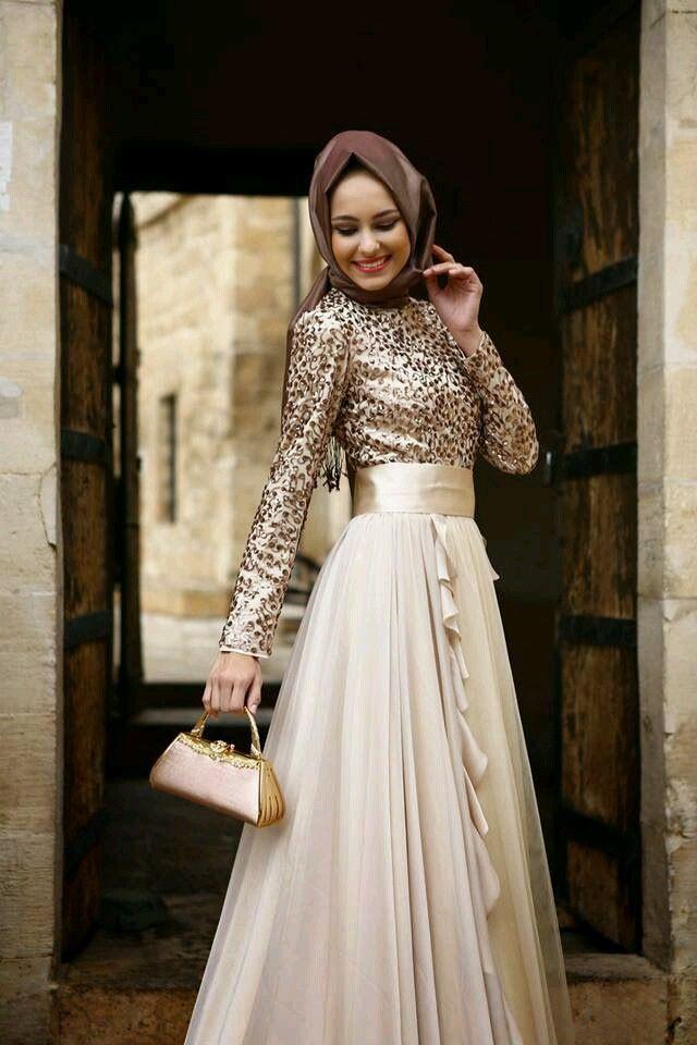 Leoparlı tesettür nişan elbisesi #leoparlı #tesettür #nişan #abiye #elbise #modelleri www.abiyeelbisemodelleri.com