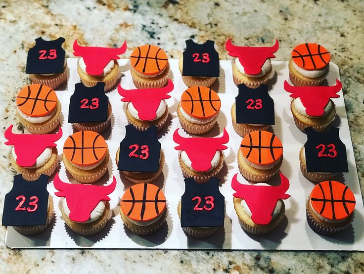 Happy Friday! Reppin the Chi with these bulls themed cupcakes!! #chicagobulls #bulls #chicago #basketball #nba #23 #jordan #jordan23 #seered #cupcakes #cupcaketoppers #infinitytreats