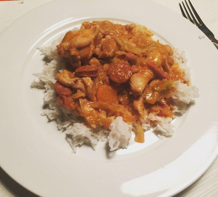 Feijoada de frango! Portugees recept met kip, witte bonen, chorizo worst, bacon, tomaat en witte rijst. Mmm! Binnenkort op mijn youtube kanaal! Lifewithpatrizja