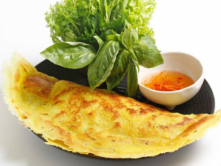 バインセオ 日本でベトナム風お好み焼き、西欧でベトナム風クレープなどと呼ばれるベトナム南部の粉物料理。ベトナム北部ではあまり食べられていないが、南部では日常的な家庭料理であるためレシピは多彩で、中に入れる具も多様である。 世界各国の有名な食べ物・飲み物を簡単にご紹介※随時更新 - NAVER まとめ