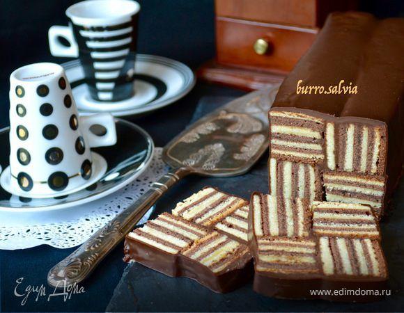 Название придумала свое, так как в оригинале торт носил другое название. Это нечто среднее между известными немецким пирогом Баумкухен (Baumkuchen, дословно «дерево-пирог») и чуть менее известным я...