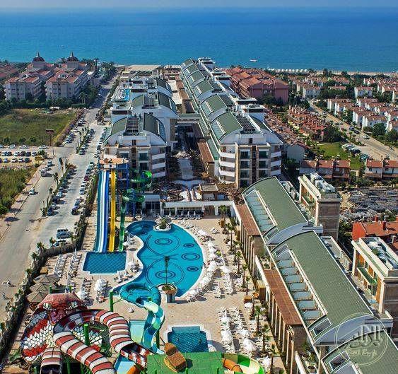 Olağanüstü bir tatil için Crystal Waterworld Resort Spa sizlerle...