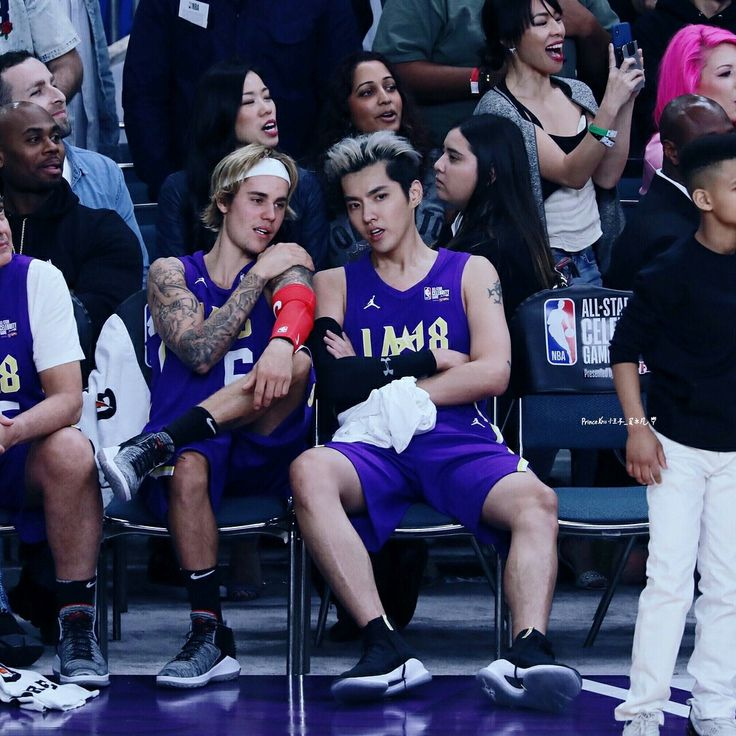 Justin chit chatting with kris wu , team Lakers