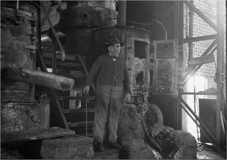 המנהל קרניינר במפעל וולקן