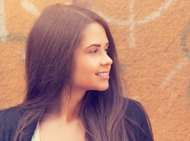 Para conseguir alisar el cabello puedes olvidarte del uso de planchas alisadoras que perjudican el cabello, con estas recetas caseras lo conseguirás.