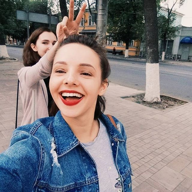 сильно хорошая @yu.yu.shcherbakova ❤  и суббота тоже ниче такая  можно начать ныть,что уже воскресенье и завтра рано вставать?  ///friends time!