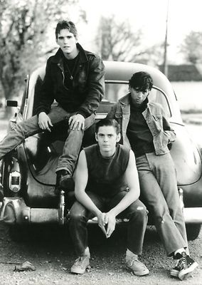 C. THOMAS HOWELL MATT DILLON RALPH MACCHIO OUTSIDERS 1983