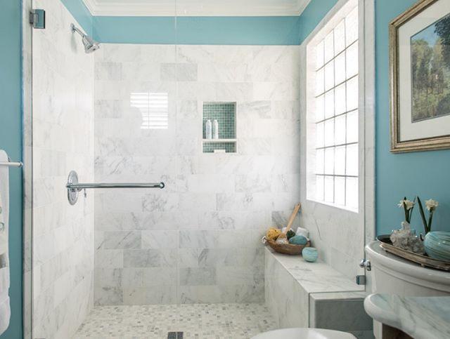 Renkleri ile huzur veren bir banyo dekorasyonu. Mermer kaplı duş bölümü banyonun sade ama elit duruşuna büyük bir katkı sağlamış. Siz ne kullanırdınız bu banyoda fayans mı, mermer mi?  #dekorasyon #banyo
