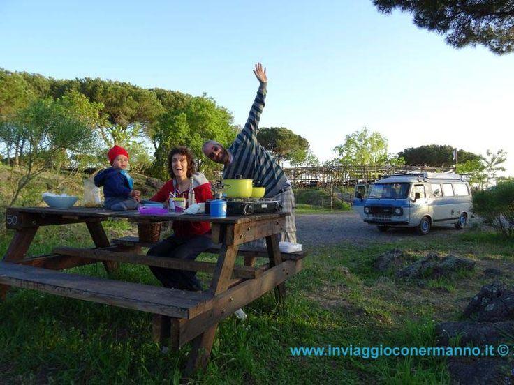 Picnic per salire sul Vesuvio. La famiglia al completo (Ermanno sullo sfondo)