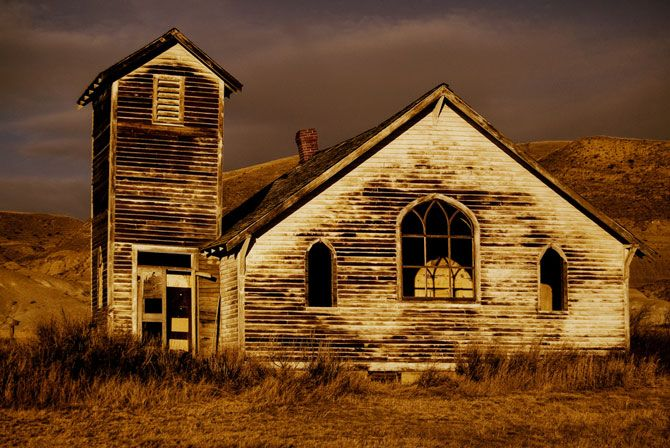 Check out the Canadian Badlands ghost town of Dorothy, Alberta 10 minues passed the hoodoos! Beautiful photo ops await!!