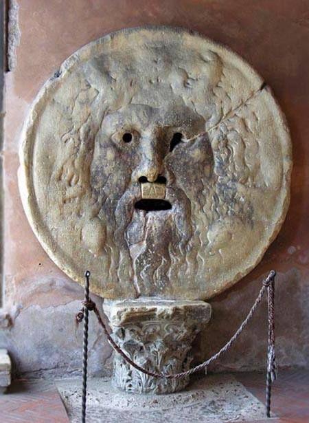 La Bocca della verità nella chiesa Santa Maria in Cosmedin, Rome