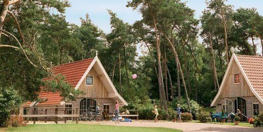 Dwalen door het golvende landschap van Overijssel. Stevig klimmen naar de toppen van de Sallandse Heuvelrug. Het is nooit saai op Landal Landgoed De Hellendoornse Berg. Verblijf in een van de 200 bungalows en ontdek het Twentse landschap.