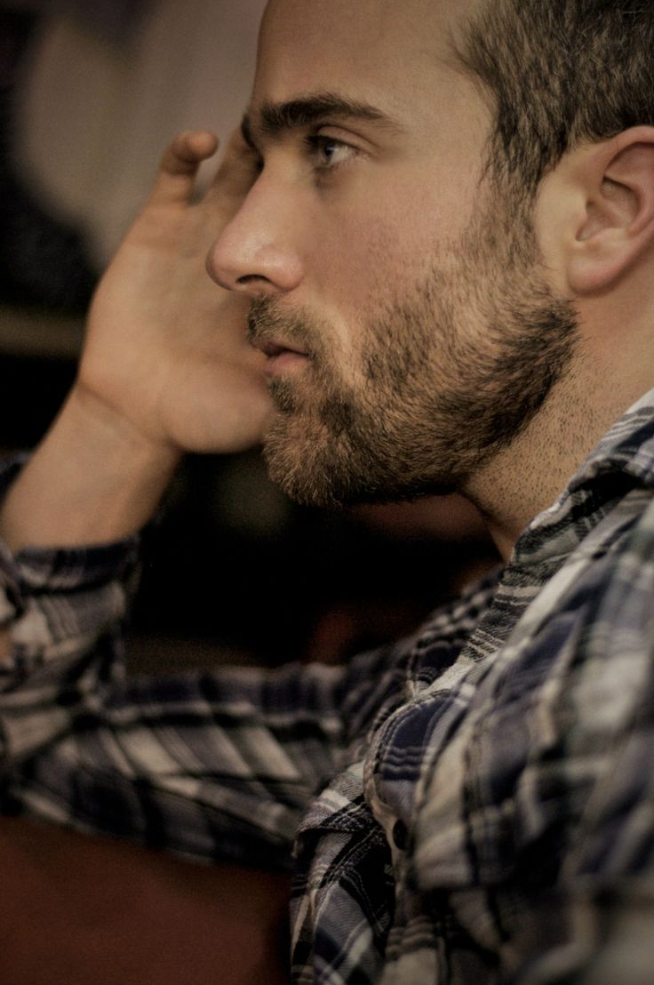 I don't really like beards but I do like scruff sometimes :)