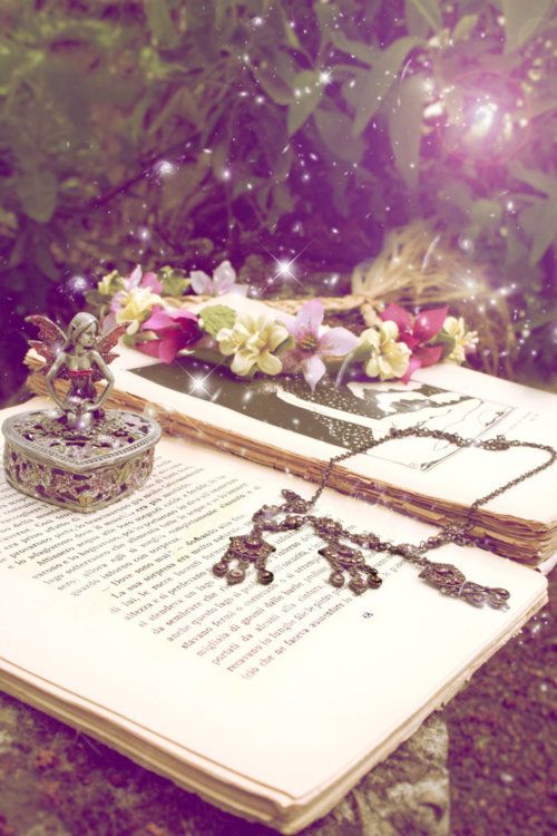 enchanted-fairytale-dreams:source A touch of magic makes everything sparkle! ~Charlotte (PixieWinksAndFairyWhispers)