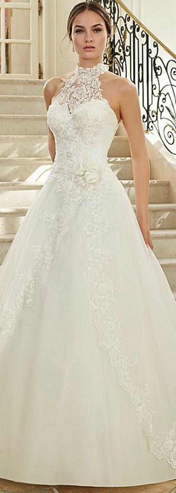 [188.40]  Wonderful tulle a-line bridal gown with pearls lace applique & handmade flower