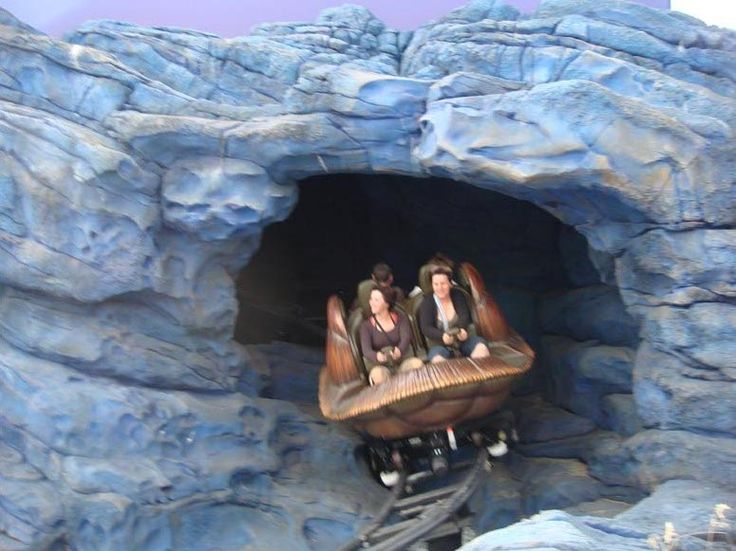 Crush's coaster! One of my favorite rides at Disneyland Paris!
