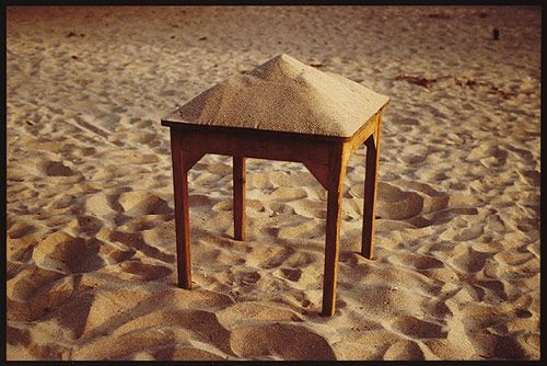 Gabriel Orozco, Sand on table, 1992