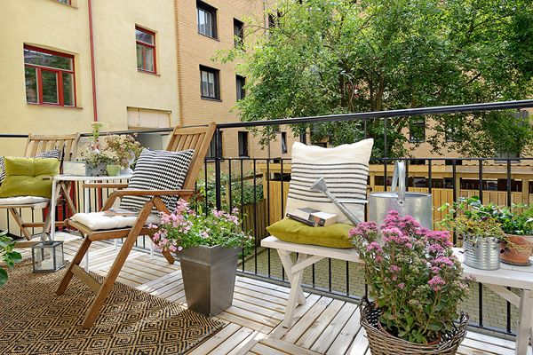 http://inredningsvis.se/balcony-decor-autumn-fall/  Balcony decor for Autumn / Fall - Inredningsvis