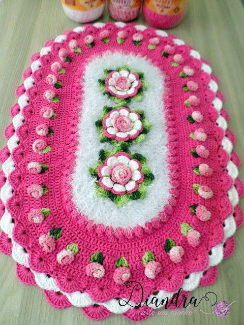 Olá meninas!!!  Hoje venho mostrar este tapete para vocês, e tenho muito orgulho em dizer que foi inspirado em algumas amigas artesãs que te...