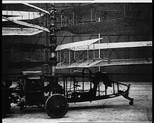 Am 18. April 1924 schlug der von Raúl Pateras Pescara entwickelte Pescara No. 3 den vier Tage vorher von Œhmichen aufgestellten Weltrekord für Rotorflugzeuge um das Doppelte und setzte dabei erstmals zyklische Blattverstellung ein,  see video ===>  https://upload.wikimedia.org/wikipedia/commons/9/95/Bits_%26_Pieces_-_BP374_-_Test_flight_of_Pescara%27s_helicopter_-_1922_-_EYE_FLM7760_-_OB105716.ogv  ===>  https://de.wikipedia.org/wiki/Hubschrauber#Anf.C3.A4nge